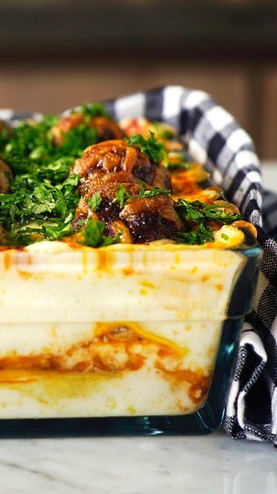 As definições de almoço em família serão atualizadas depois que você preparar essa incrível lasanha de almôndegas!