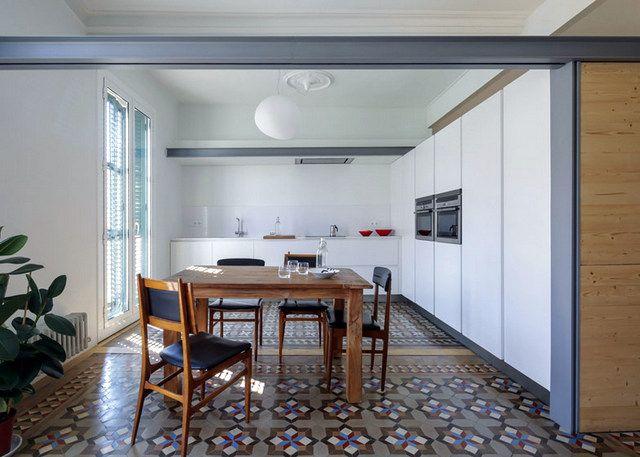 Barcelone un appartement rénové avec des panneaux coulissants 2