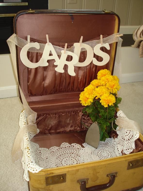 Wedding reception ideas for those long distance love birds like myself! MAKE SOMETHING FOR CARDS   NOT THIS THOUgh