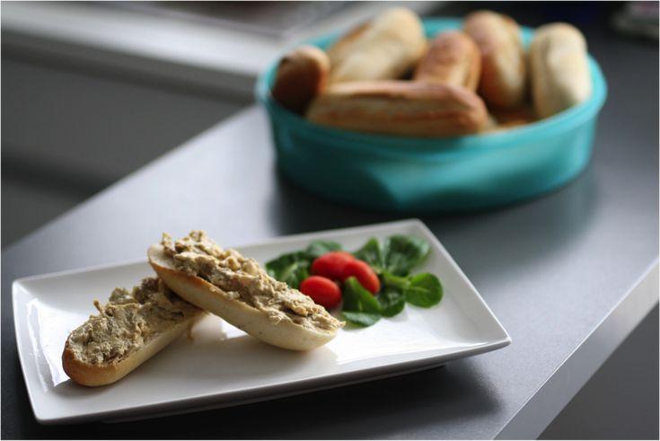 Met deze vegan kipsalade is succes verzekerd; op een broodje, bij een koude schotel, op toast(jes)... Zelfs de kinderen zullen hier dol op zijn!