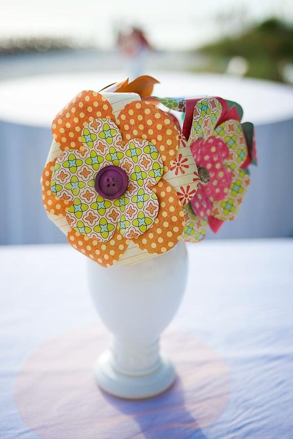 paper flower centerpiece.Crafts Ideas, Fabric Flowers, Fabrics Flower, Cute Ideas, Auction Centerpieces, Buy Flower, Hawaiian Prints, Paper Flower Centerpieces, Girls Parties
