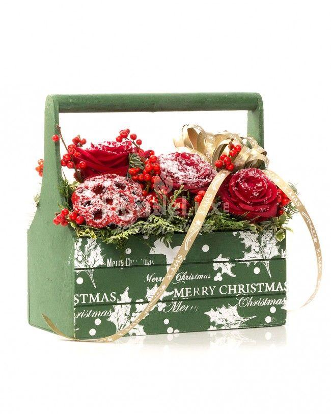cos cu flori pentru craciun, flori de craciun, cosulet cu flori rosii, cos special pentru craciun