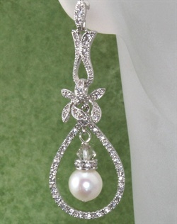 Roxy's Jewelry    http://weddings.theknot.com/Bridal-Accessories/86896/detailview.aspx?id=86896&type;=21&Accessory;+Types=Jewelry&pageindex;=1&psize;=100&TM;=21#