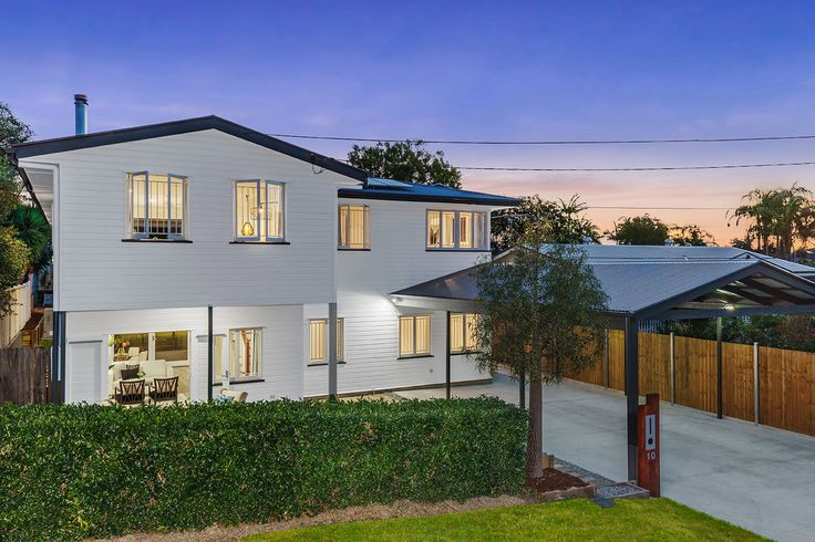 MANLY WEST 10 Kingswood Street...This unique home sitting high on 696sqm showcases two beautifully appointed levels of sophisticated style and comfort and delivers genuine duel living capabilities.