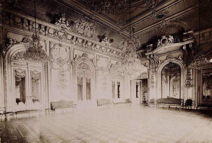 Krisztina körút 55., a Karátsonyi-palota (lebontották) táncterme. A felvétel 1895-1899 között készült. A kép forrását kérjük így adja meg: Fortepan / Budapest Főváros Levéltára. Levéltári jelzet: HU.BFL.XV.19.d.1.11.076