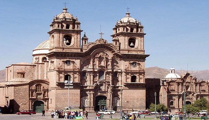 """BARROCO EN EL CUSCO, PERÚ  Compañía de Jesús en Cusco  """"La construcción del templo fue iniciada por la orden Jesuita en 1576 en el Amarukancha o Palacio del Inca Huayna Qhapaq. Por su arquitectura el es considerada uno de los mejores exponentes del barroco colonial en América, su fachada es espectacular toda de piedra tallada, en su interior se halla un hermoso altar revestido en pan de oro."""""""