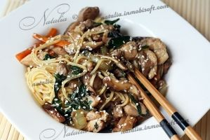 Noodles with chicken and shiitake mushrooms