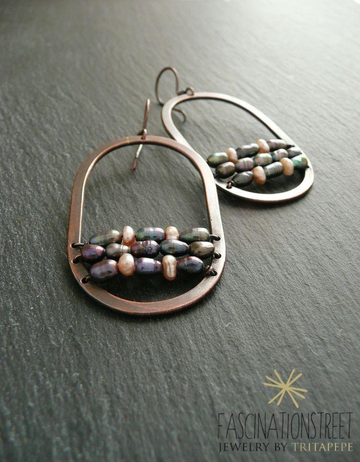 Fascinationstreet B-handmade: Orecchini in rame anticato con perle grigio/viola e rosa.