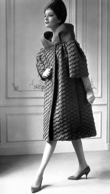Pierre Cardin, 1962. 1960s fashion images.