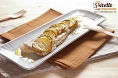 Una ricetta di pesce al forno adatta al nasello la platessa il merluzzo ma anche a tanti altri tipi di pesce. Facile da realizzare con una crosta golosa di patate e zucchine.