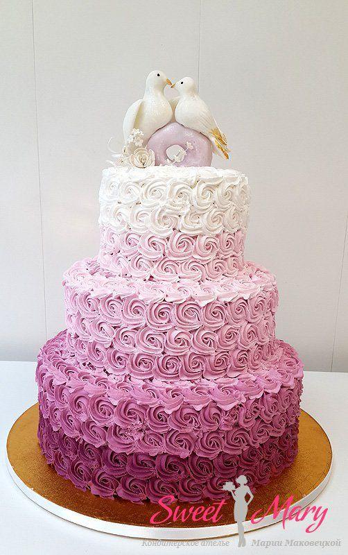 Тренд сезона - свадебный торт с отделкой деграде. Торт в 3 яруса покрыт кремом с плавным переходом цвета, а не мастикой - тем не менее качество изготовления такого высокого торта на высшем уровне!