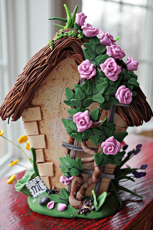 Birdhouse (back) with rose trellis