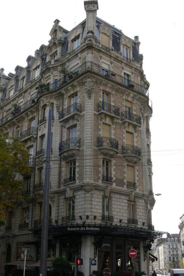 Immeubles art nouveau, Place Jules Ferry, devant la gare des Brotteaux, Lyon 6.