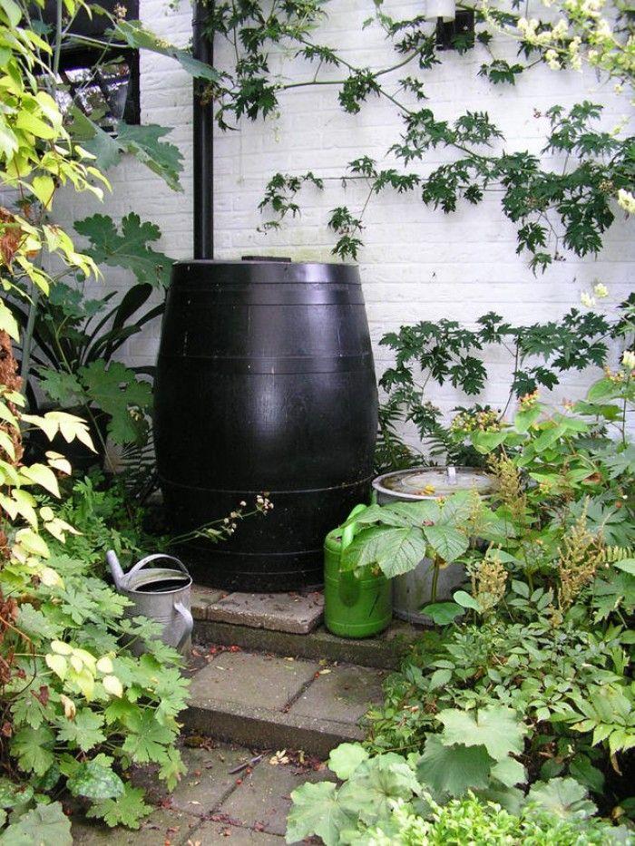 Een regenton in de tuin, ideaal, hadden wij vroeger ook thuis