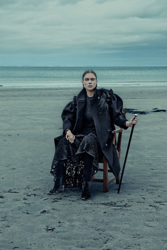 Neo romanticism in ELLE Germany, with Uber-beauty staged in Scotland by Carl BENGTSSON SONJA HEINTSCHEL photographer Carl BENGTSSON spreads neo-romanticism in his fashion editorial for ELLE Germany in the December 2015 issue. To do so, he traveled with model Kim Noorda, stylist Kathrin Seidel...