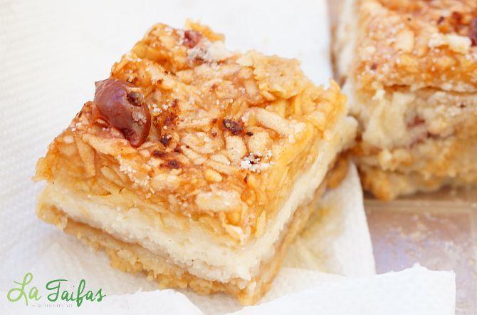 Această prăjitură economică și rapidă nu are blat. După ce se coace, straturile se separă în mod miraculos.