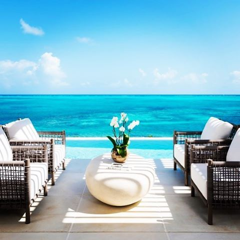 It's time to chill out and relax at Beach Enclave in Turks and Caicos. Isn't this view amazing?? Tag a friend who you would bring here. #tagafriend #turksandcaicos #turks #luxury #villa #luxuryvilla #pool #luxurytravel #exceptionalvillas http://www.exceptionalvillas.com/turks-and-caicos