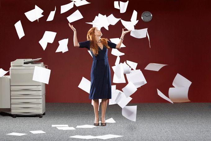 Как меньше работать, чтобы больше успевать Засиживаетесь до трех часов ночи, чтобы управиться с делами? Проводите выходные, отвечая на письма и звонки? Да еще и гордитесь тем, как много успеваете? Прекращайте немедленно! Настоящая эффективность в работе вовсе не подразумевает перегрузок.