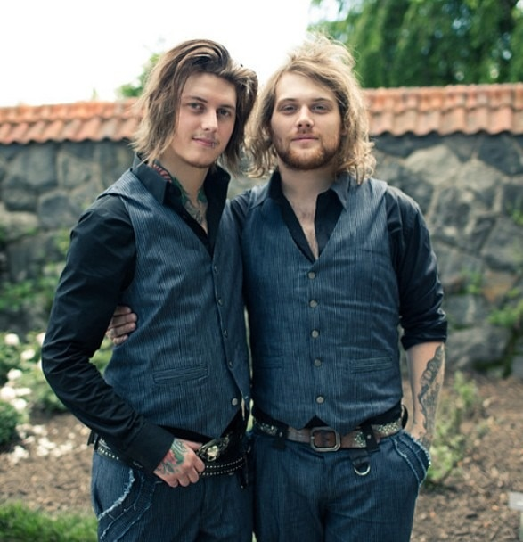 Danny Worsnop and Ben Bruce - Asking Alexandria--I can't be the only one that think they look like they're posing for some engagement photo or something...right?