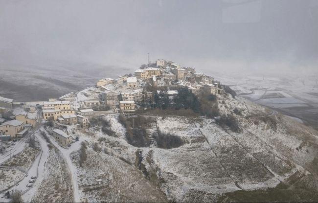 Marche. Neve e freddo sulle zone colpite dal terremoto. Aumentano i disagi