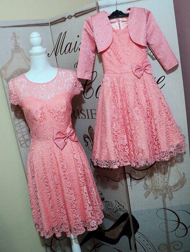 Set rochii mama fiica din dantela roz somon cu bolero din brocard pentru fetita