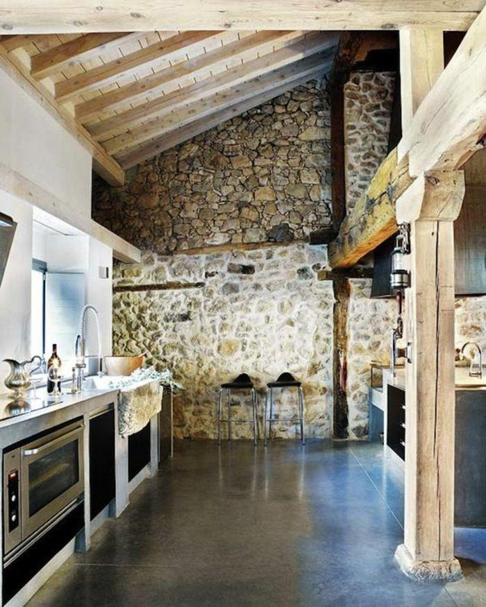 mur en fausse pierre pour la cuisine avec plafond sous pente idee deco pinterest fausse. Black Bedroom Furniture Sets. Home Design Ideas