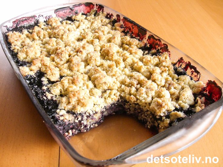 Kanskje ikke studentmat, men sykt god havrepai med blåbær som kan være ganske billig å lage