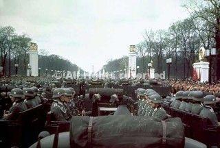 parata militare berlino 1939 con unità di fanteria motorizzata_wwii