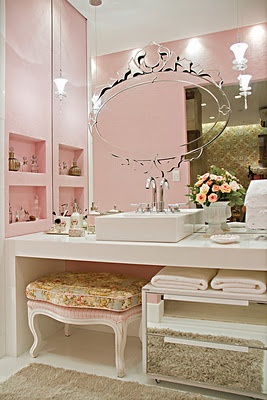 Wow, amazing vanity area... Maybe in Tiffany blue insteadof pink though lol
