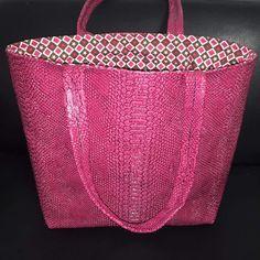 Bonjour, Vous étiez nombreuses à le demander, je vous propose donc un sac simplifié au maximum. Ce sac est aux dimensions d'un célèbre sac à paillettes. Voici le pas à pas en photos. A très vite et bonnes cousettes! Viny. tissus sur www.e-mercerie.com fichier...