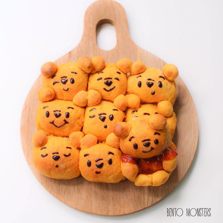 #pooh bear pumpkin bread buns. Not as perfect because clumsy me overturned the pan while taking it out from the oven, thank goodness the buns could still be saved. #Pumpkin_Buns #Pooh