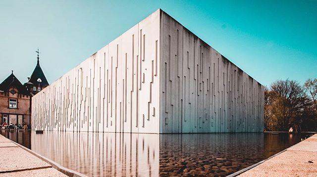 Wasserkunst Elbinsel KaltehofeWasserkunst auf der Elbinsel Kaltehofe. Danke für dieses sehr coole Foto @theviewofdrew . 😉 ——— #geheimtipphamburg #typischhamburch #welovehh #nordischbynature #visithamburg #wearehamburg #hamburgahoi #hamburg #explorehamburg #hamburgmeineperle #buildings #architecture #archilovers #urban #kunst #hhui #nichtschlechtherrspecht