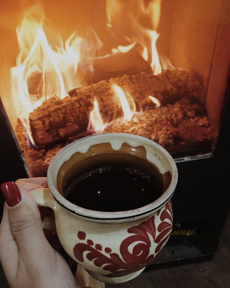 When the cold weather rolls around, there's no better thing to have in your hand than mulled wine in front of warm fireplace! #mulledwine #coldweather #hotdrink #fireplace #october #fall #traditionalcup #romania #baileherculane