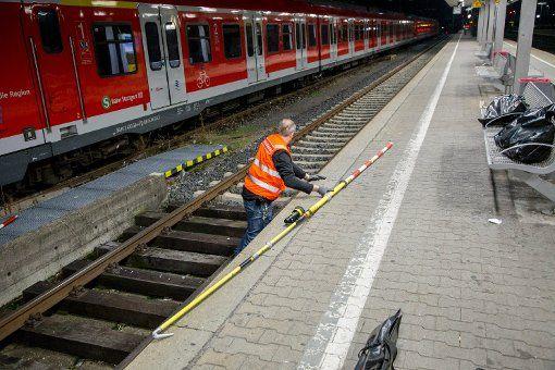 Germans,read this/bitte lesen,it can save your life: Auf S-Bahn in Schorndorf geklettert+#Stromschlag..#Lebensgefahr http://www.stuttgarter-zeitung.de/inhalt.auf-s-bahn-in-schorndorf-geklettert-zwei-junge-menschen-erleiden-stromschlag-lebensgefahr.e07656b8-76b3-46d3-b8a6-63a5ceab4cf8.html - Nowadays more+more silly ones lol...some die coz tried to take #selfies,others in life danger/dead coz climb #train/S-Bahn+got #electrocuted