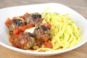 """Een recept dit keer niet van mij maar van Jamie Oliver... Vallend in de categorie """"treatmeals"""" deze pasta met Siciliaanse gehaktballetjes is echt hemels!"""