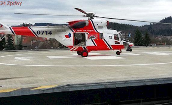 VIDEO: Na heliportu karlovarské nemocnice prvně přistál armádní vrtulník