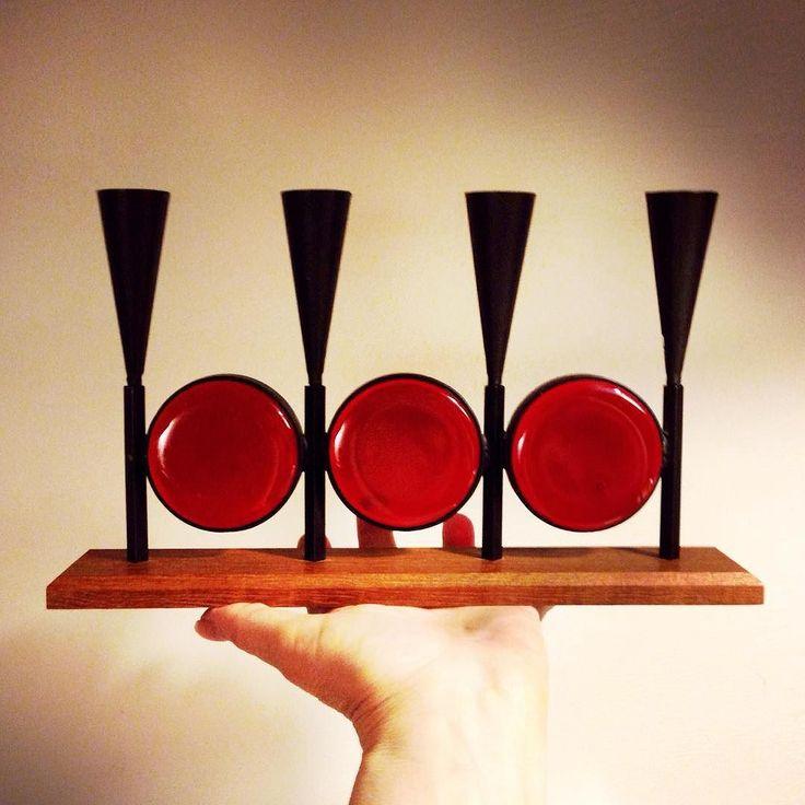 Knappt så jag orkar hålla med utsträckt hand en längre stund! Kandelabern i smide trä och röda glasblock. Bo Svensk Sverige. Hörs ju på namnet.  Snabba puckar! Ljusstaken SÅLD/SOLD!  #bosvensk#boprodukt#candelabra#kandelaber#ljusstake#candlestick#madeinsweden#midcentury#glass#glas#smide#jul15#christmas15#jajagvetdetärtidigtmenvadgörman#inredning#homedecor#sofo#södermannagatan19#södermalm#stockholm#vintageshop#vintage#anidealforlivingsthlmab by anidealforlivingsthlmab
