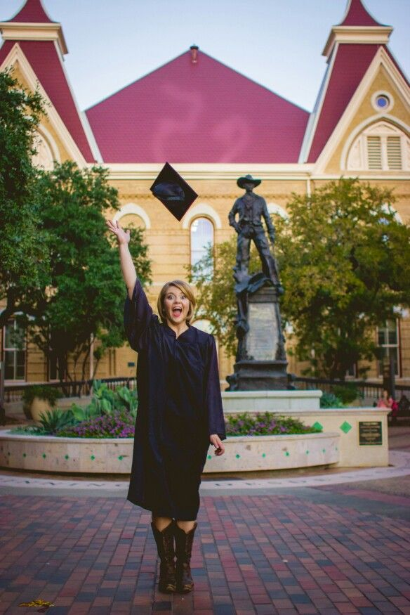 Love this of @ashleyford2 graduation pictures from Texas State University
