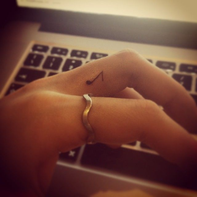 New little tattoo #fingertattoo #tattoo #cutetattoo #littletattoo #tattoomusic #music #tinytattoo #musicalnote #selfmade #tattooing #cute #me #myself #girltattoo #instagood #instamood #photoftheday #tatuaggio #musica