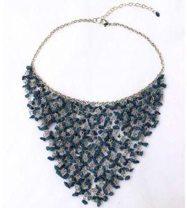 Плетеное ожерелье из натуральных камней