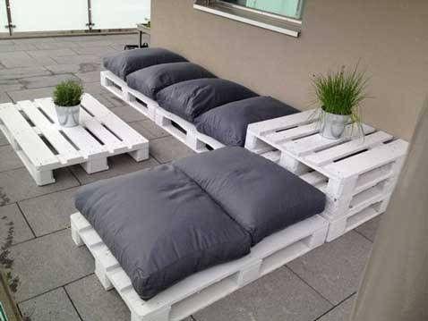 Salon de jardin en palette avec table basse assortie