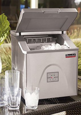 This Portable Ice Maker can be used in your home bar, office or your outdoor patio.