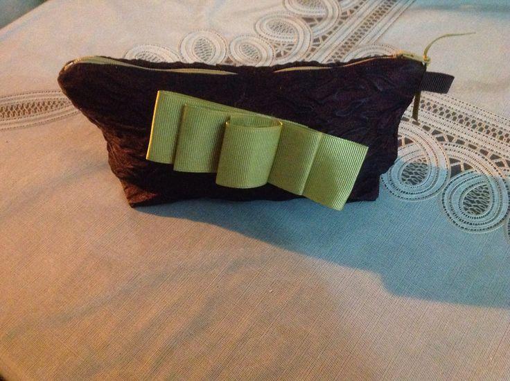 Makyaj çantası paket süs kurdela kullanıldı