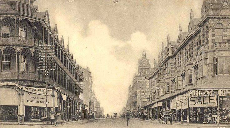 Sale time in Eloff Street probably somewhere in the 1890s or perhaps in the first years of the 1900s. It continued to be a main shopping street for years to come (With acknowledgement to Friedel Hansen)