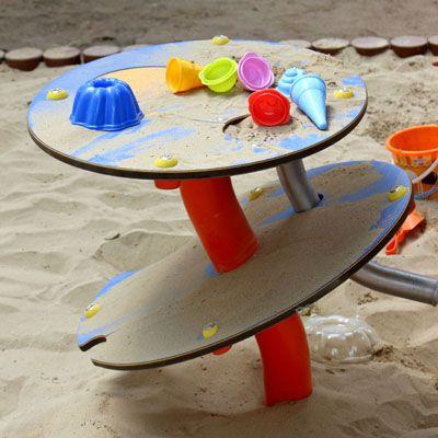 Játszóeszközök: fém, fa, kötél, műanyag, vizes
