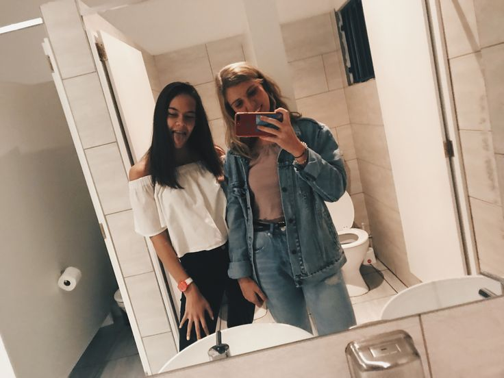 Best friends go to the bathroom together ✨