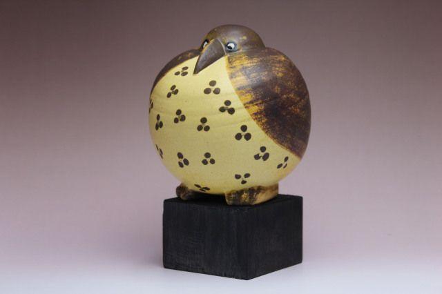 Lisa Larson GOTTFRID(丸)/ゴットフリート カラー: ブラウン H=約16.5cm  FENIX(不死鳥)シリーズの一つで、まん丸く大きく膨らんだお腹と顔の表情がとてもかわいく愛らしい作品です。 柄は一つずつ異なっています。