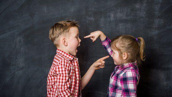 Dar un hermano a un niño para que no esté solo es uno de los errores de los padres que lastran la relación fraternal. 6 claves para ayudar a que se lleven bien. Birth Order, Lead By Example, New Sibling, Family Therapy, Sons, Parents