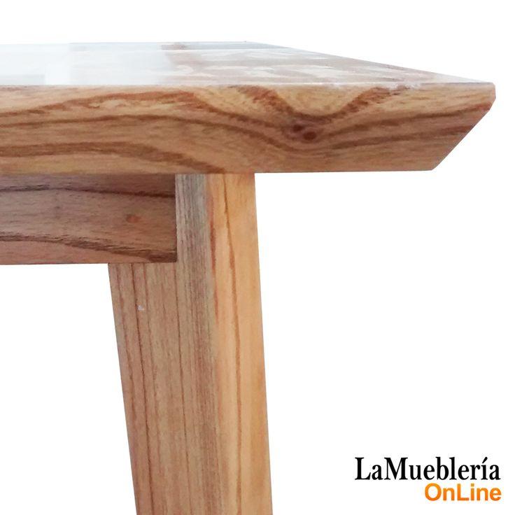 Detalle de borde biselado en tapa de madera Paraiso y patas macizas encastre diagonal en mesa Turku La Muebleria OnLine