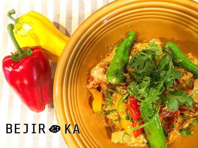 ✨本日のおすすめ✨ 🌶🌽🍠🍒🍑🍍🍅🍆 『ソフトシェルクラブのプーパッポンカリー』 タイの代表料理をベヂロカ風に🍛✨ 殻ごと食べられるソフトシェルクラブが香ばしい🦀💕 お野菜たっぷり❤️ししとうの辛味がたまりません😍💕 卵でとじてあるのでまろやか&深みがヤミツキです🙈💕 とにかく一度お試しあれ🙆🏼✨ ・ 本日もスタッフ一同お待ちしております😘💕 ・ #ベヂりに行こうか 🍆 #ベヂロカ #bejiroka #名古屋 #nagoya #カレー #プーパッポンカリー  #pasta #パスタ #名駅 #名古屋駅 #バル  #野菜 #vegetables #野菜ソムリエ #ワイン #wine  #サラダ #salad  #ピザ #pizza #スイーツ #sweets #野菜たっぷり #ベジタリアン#vegetarian #美容 #健康 #料理 #肉